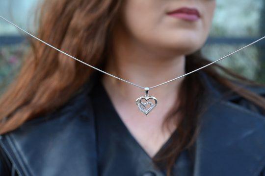 Náhrdelník v tvare prepojených srdiečok so zirkónmi - pravé striebro